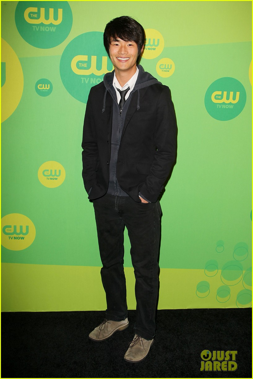 robbie amell matt lanter present new shows at cw upfront 37