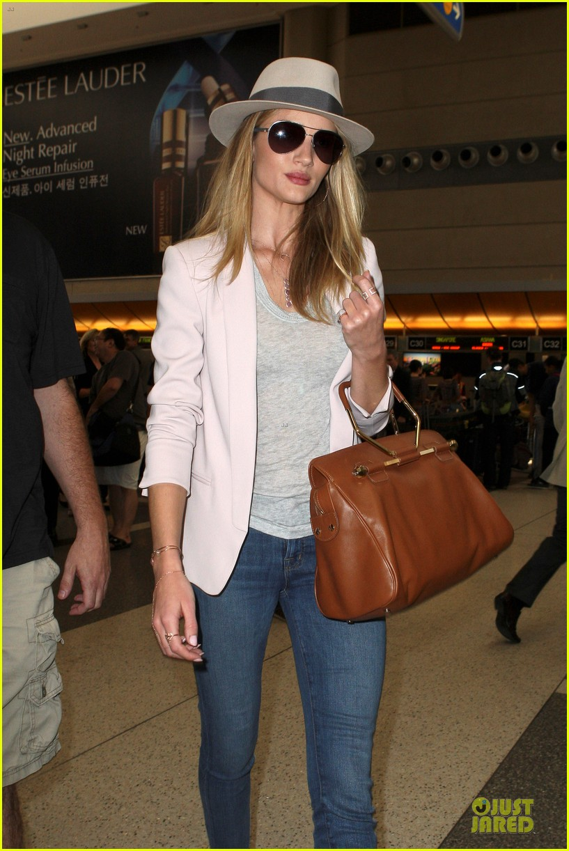 rosie huntington whiteley lily aldridge lax departing beauties 022872869
