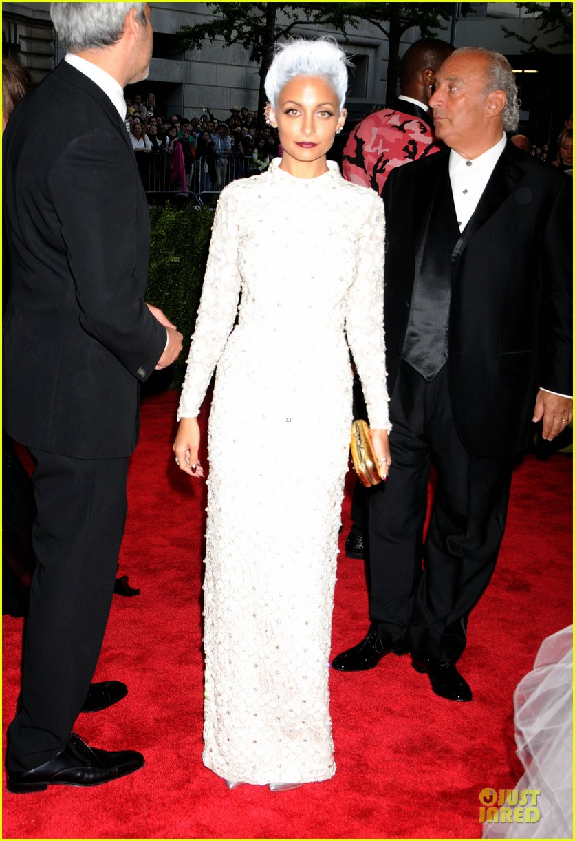 nicole richie met ball 2013 red carpet 012865197