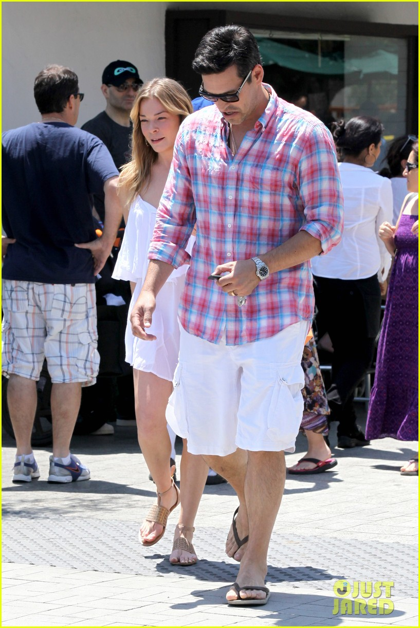 leann rimes eddie cibrian mothers day lunch parents 122869311