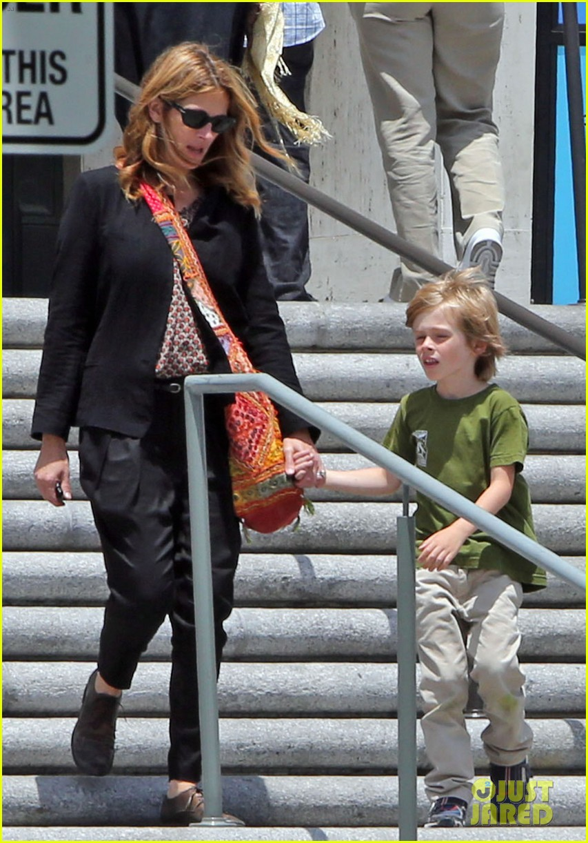 julia roberts natural history museum with son henry 012877787