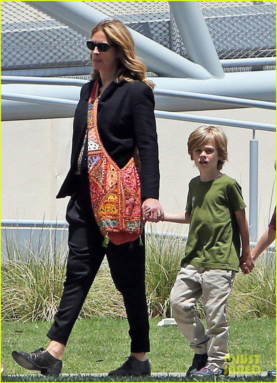 julia roberts natural history museum with son henry 02