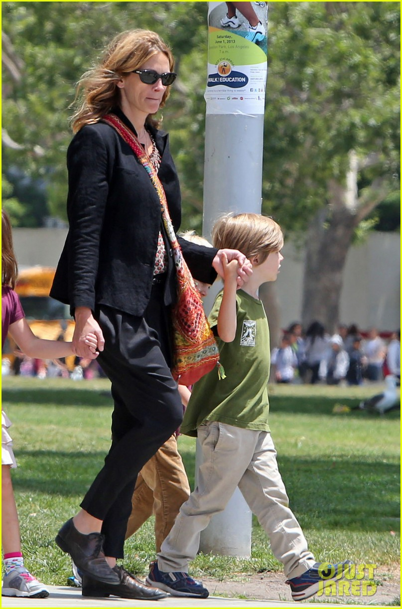 julia roberts natural history museum with son henry 05