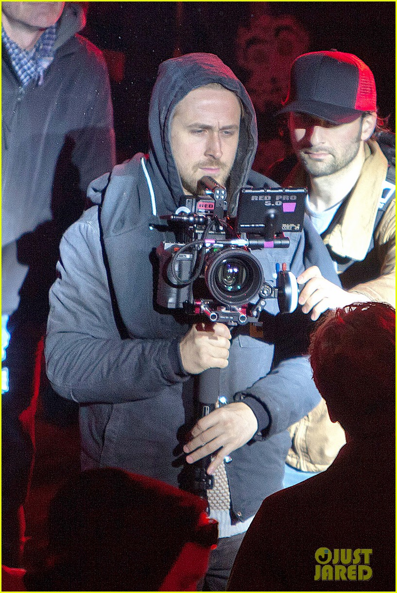 ryan gosling goes behind the camera on how to catch a monster set 012878603
