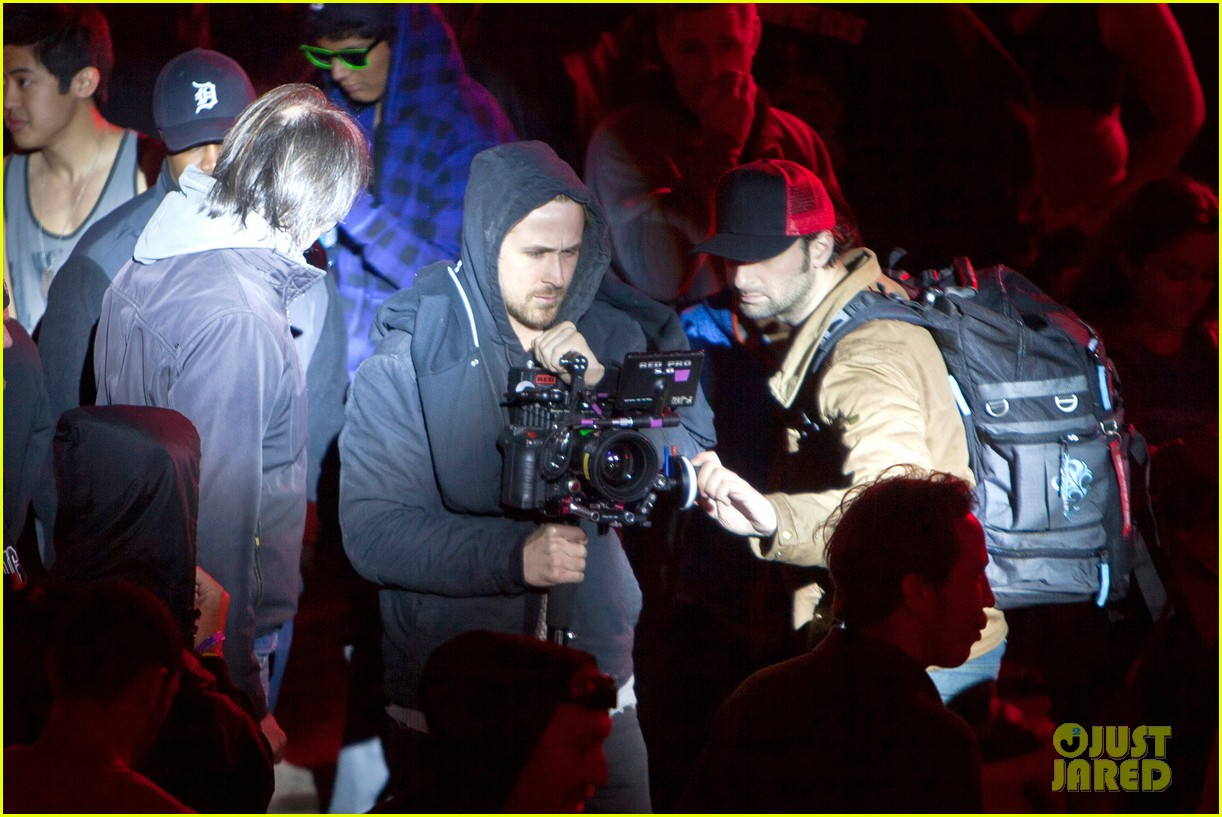 ryan gosling goes behind the camera on how to catch a monster set 022878604