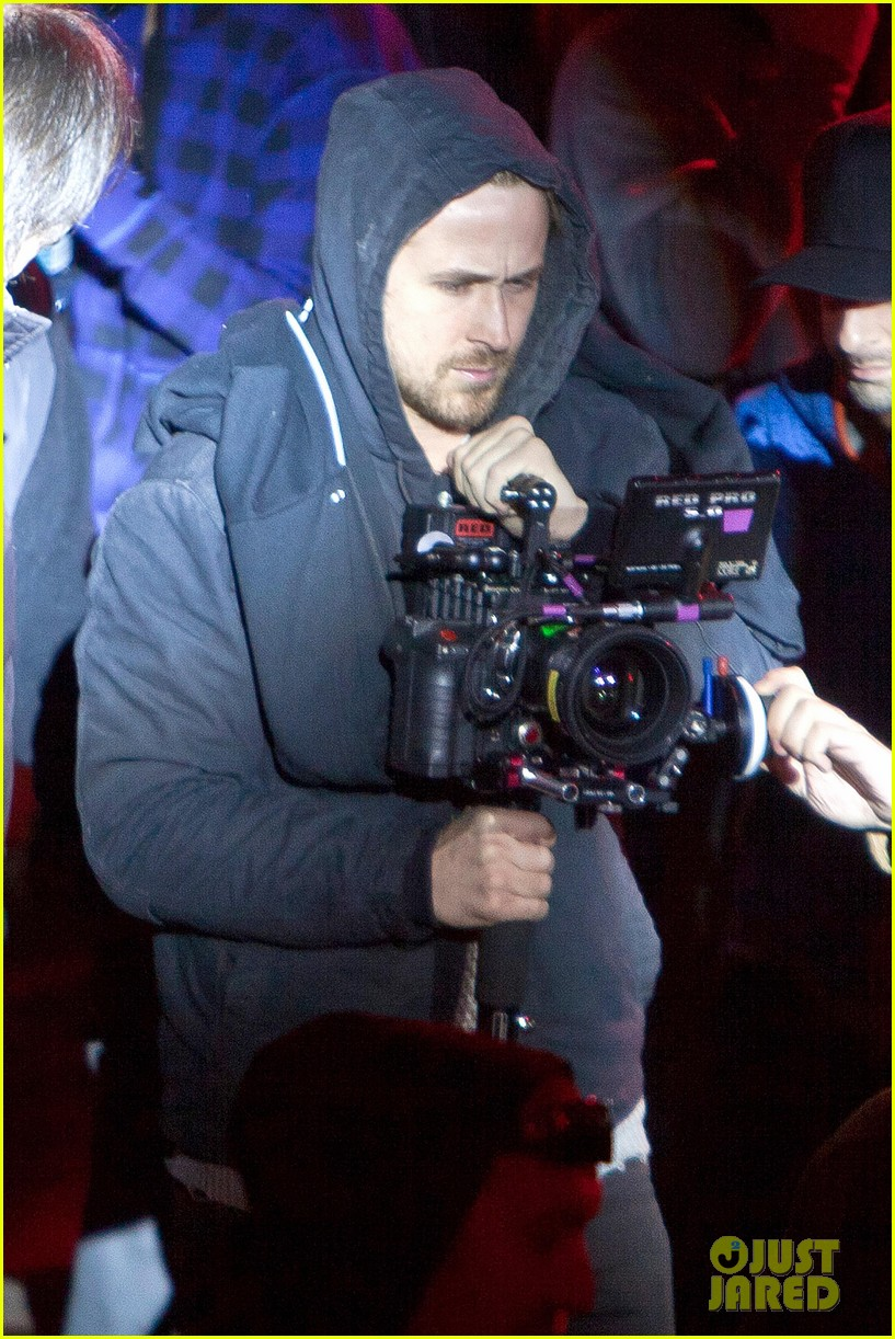 ryan gosling goes behind the camera on how to catch a monster set 032878605