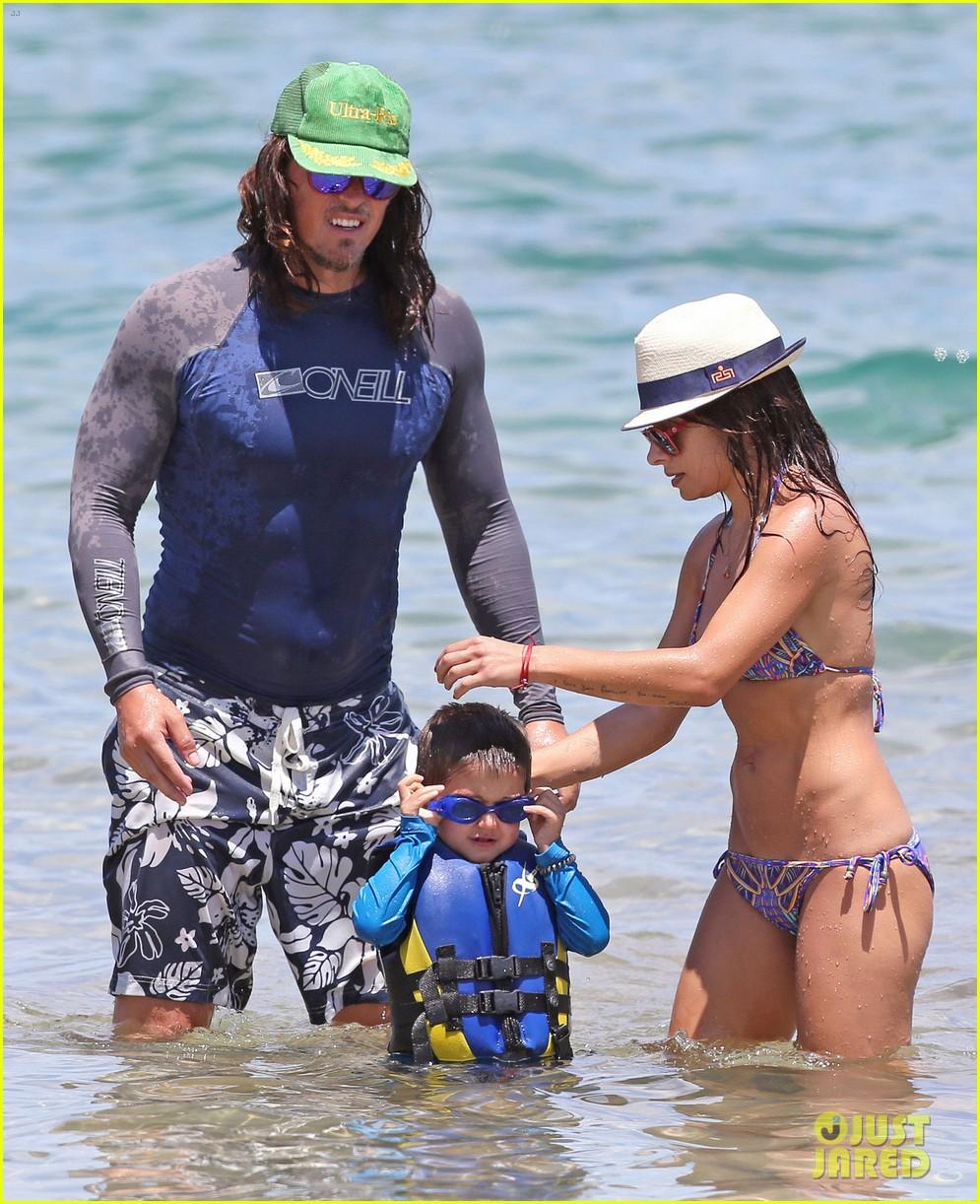 sarah shahi bikini family vacation with shirtless steve howey 012881141
