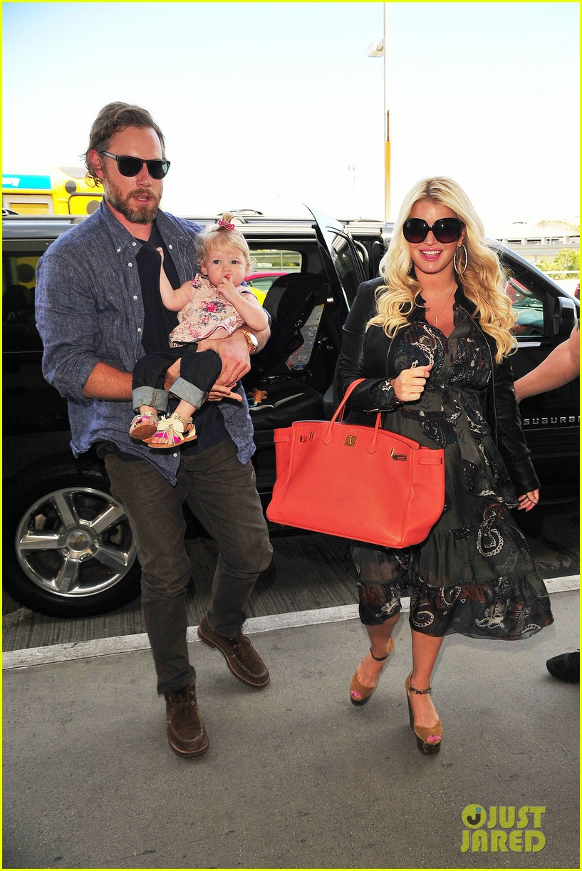 jessica simpson eric johnson family flight with maxwell 01