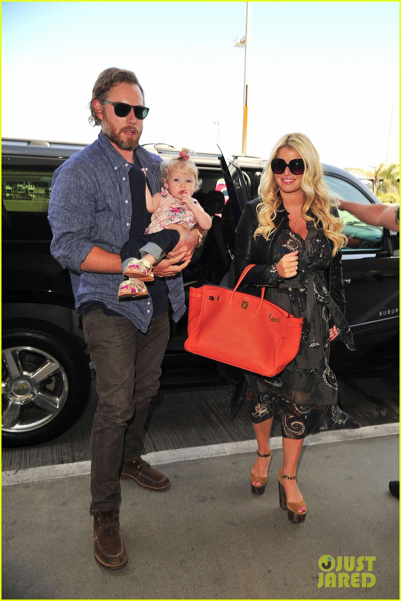 jessica simpson eric johnson family flight with maxwell 032863048
