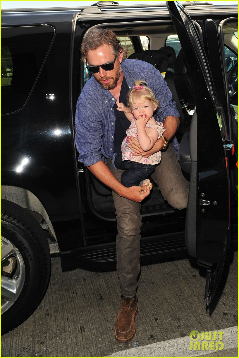 jessica simpson eric johnson family flight with maxwell 07