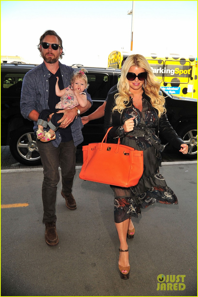 jessica simpson eric johnson family flight with maxwell 082863053