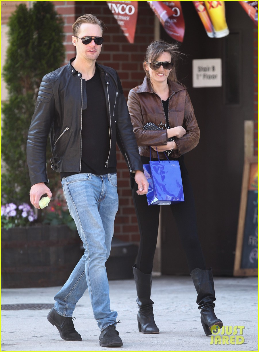 alexander skarsgard big apple stroll with mystery gal 01