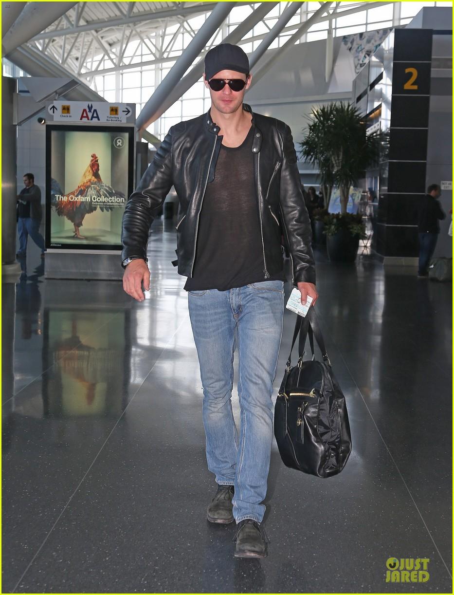 alexander skarsgard jfk airport departure after met ball 012866162