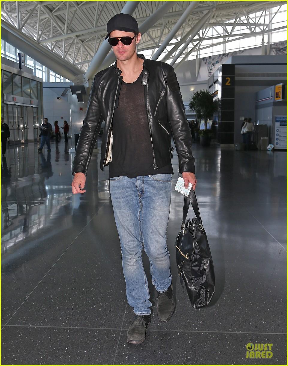 alexander skarsgard jfk airport departure after met ball 032866164