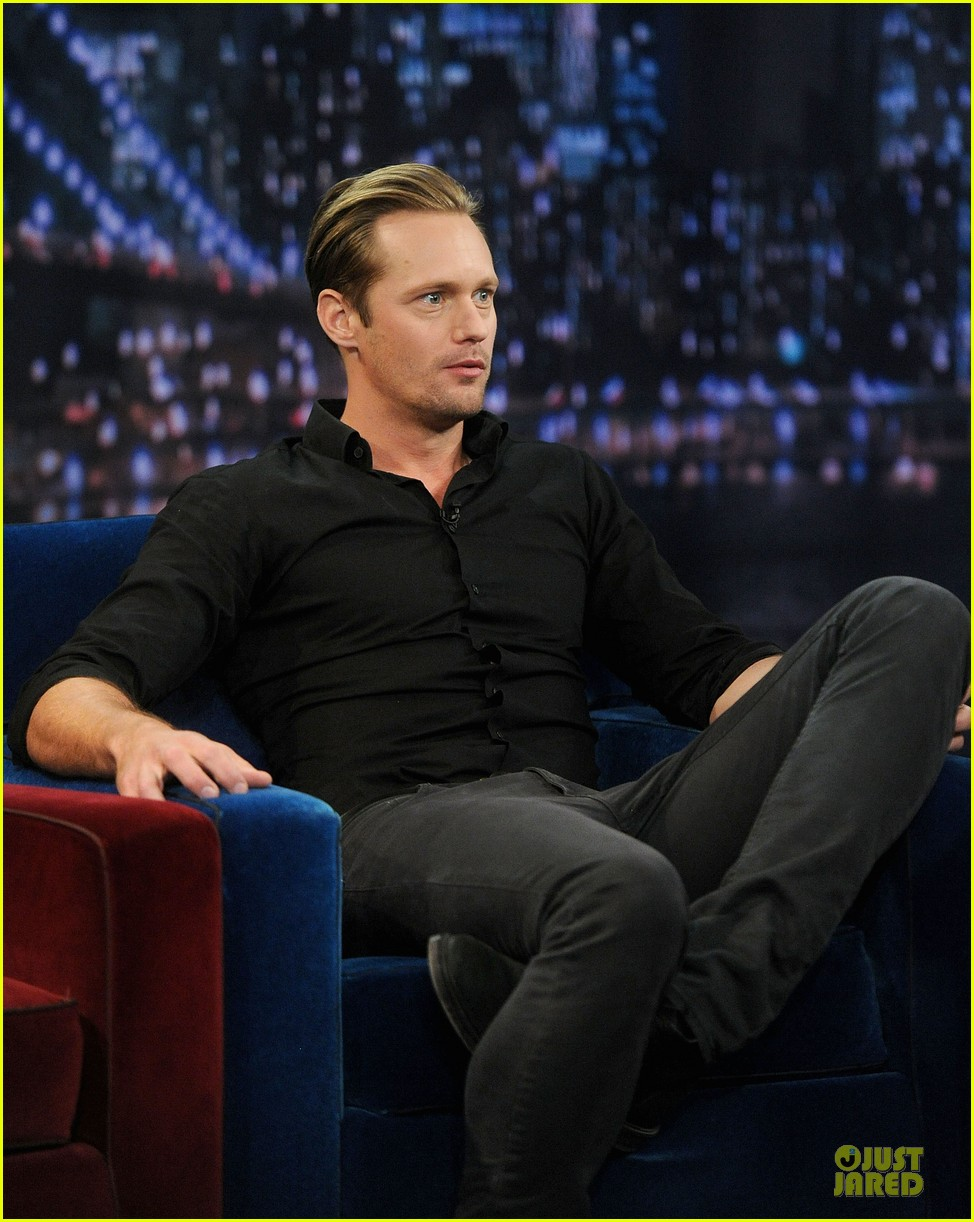alexander skarsgard leg tattoo on fallon with carey mulligan 132863152