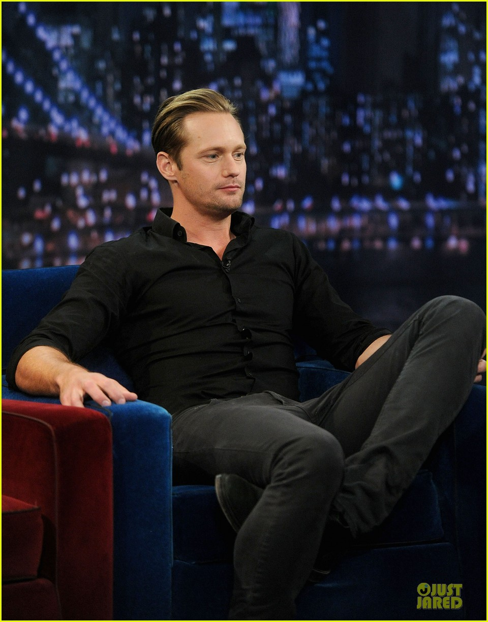 alexander skarsgard leg tattoo on fallon with carey mulligan 162863155