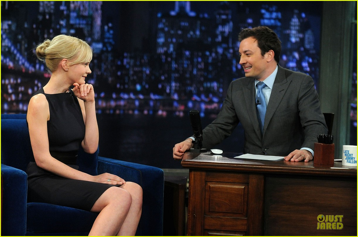 alexander skarsgard leg tattoo on fallon with carey mulligan 27