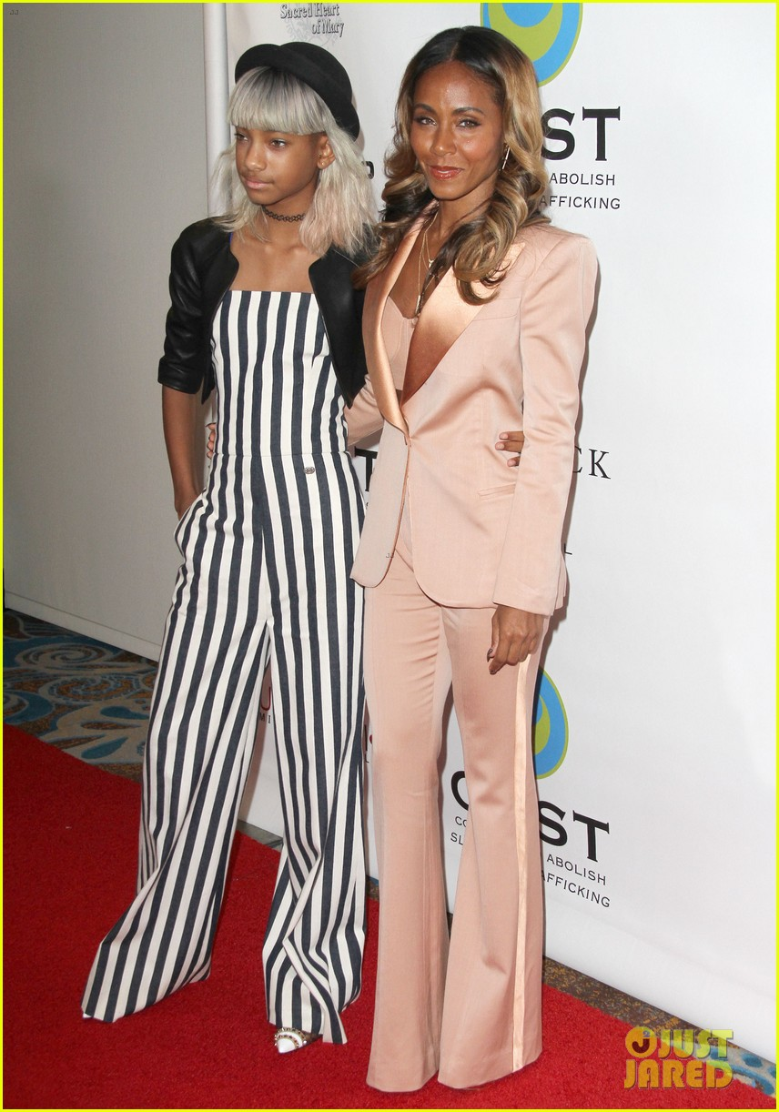 willow smith white hair on red carpet with mom jada 082867633