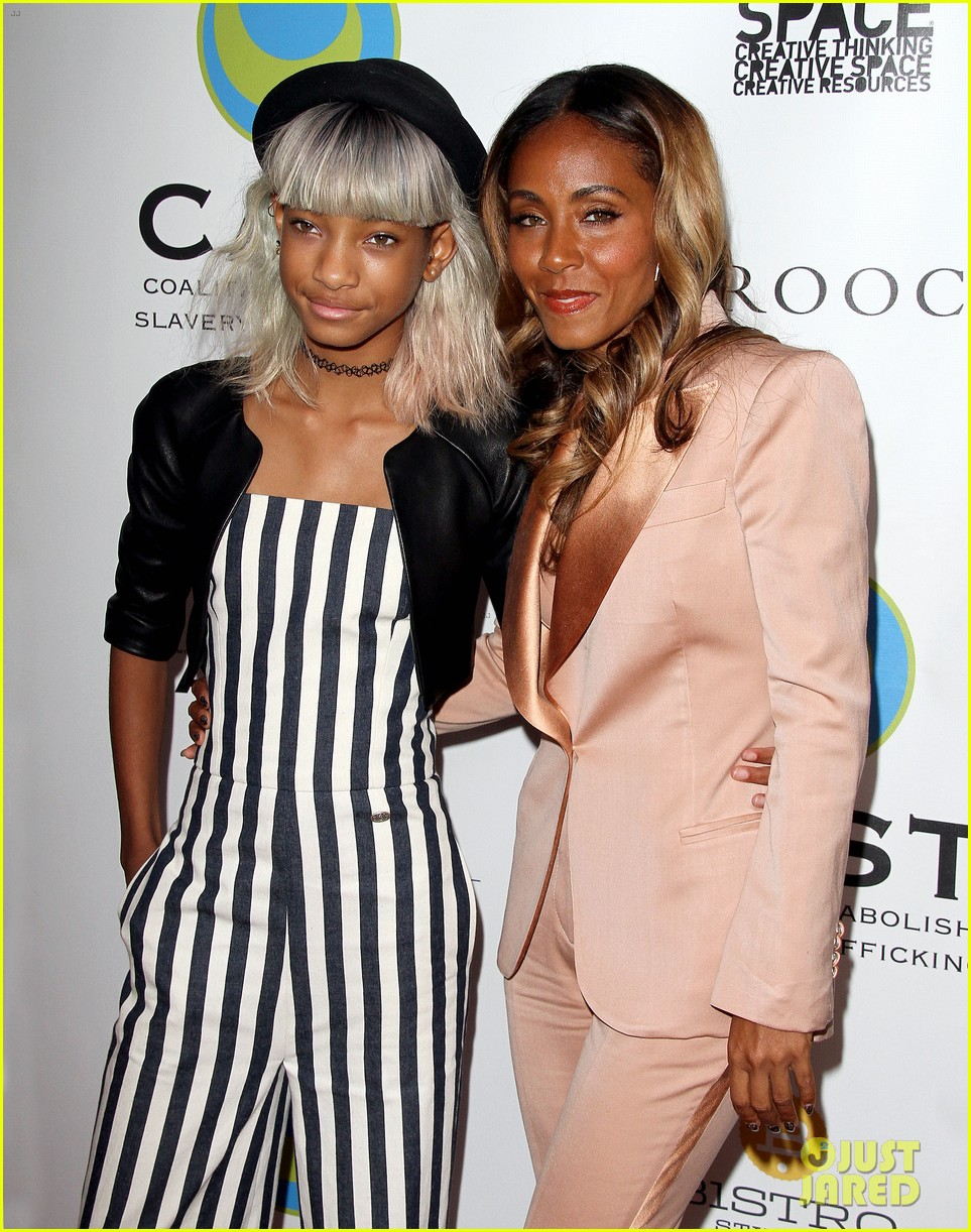 willow smith white hair on red carpet with mom jada 112867636