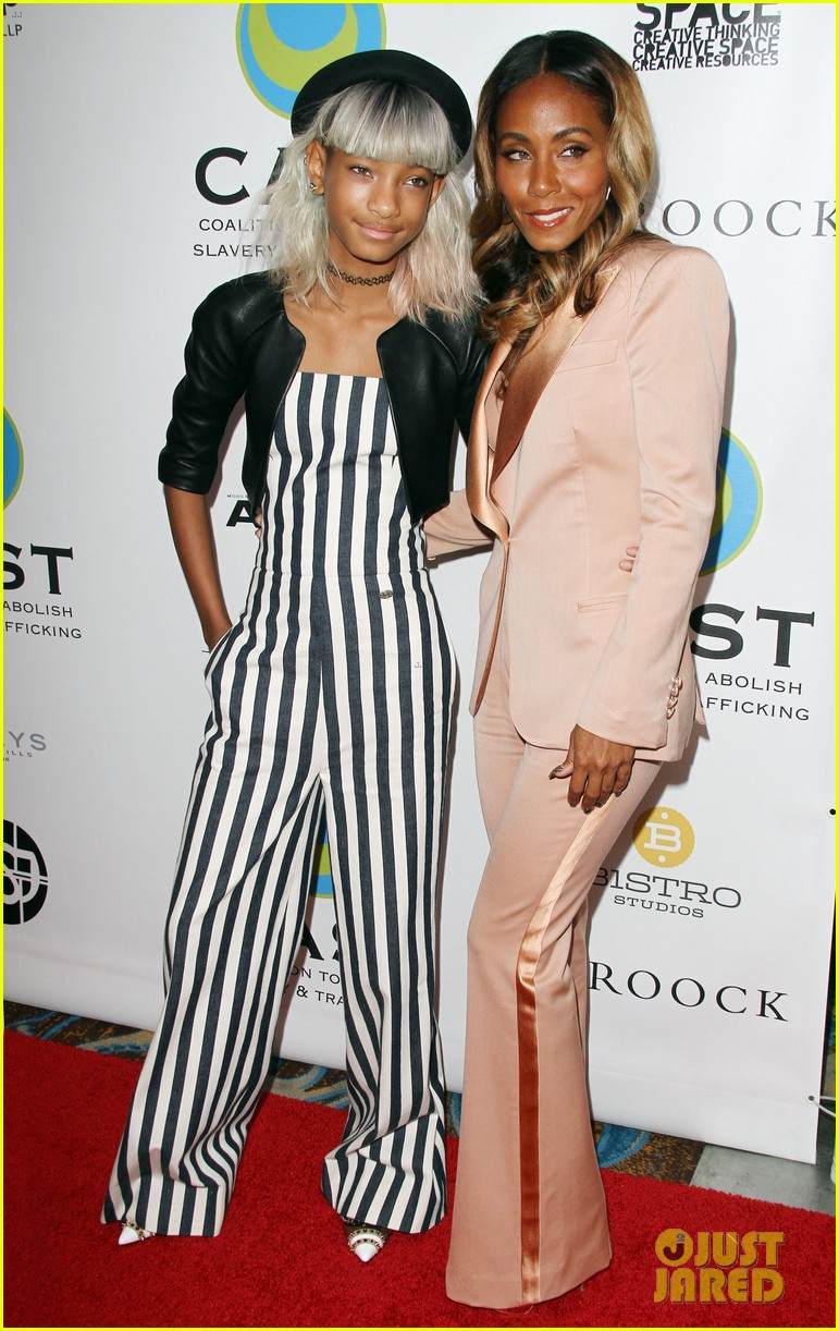 willow smith white hair on red carpet with mom jada 132867638