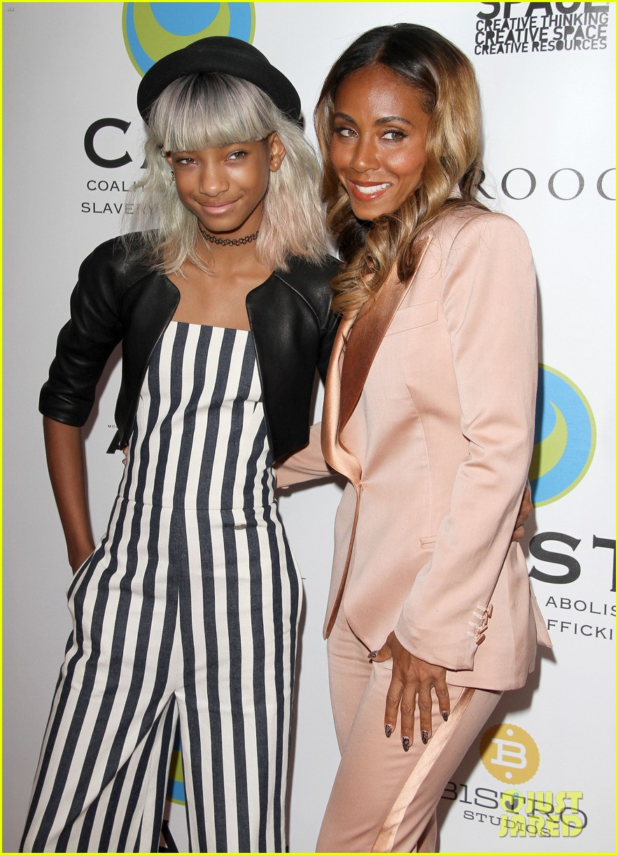 willow smith white hair on red carpet with mom jada 15