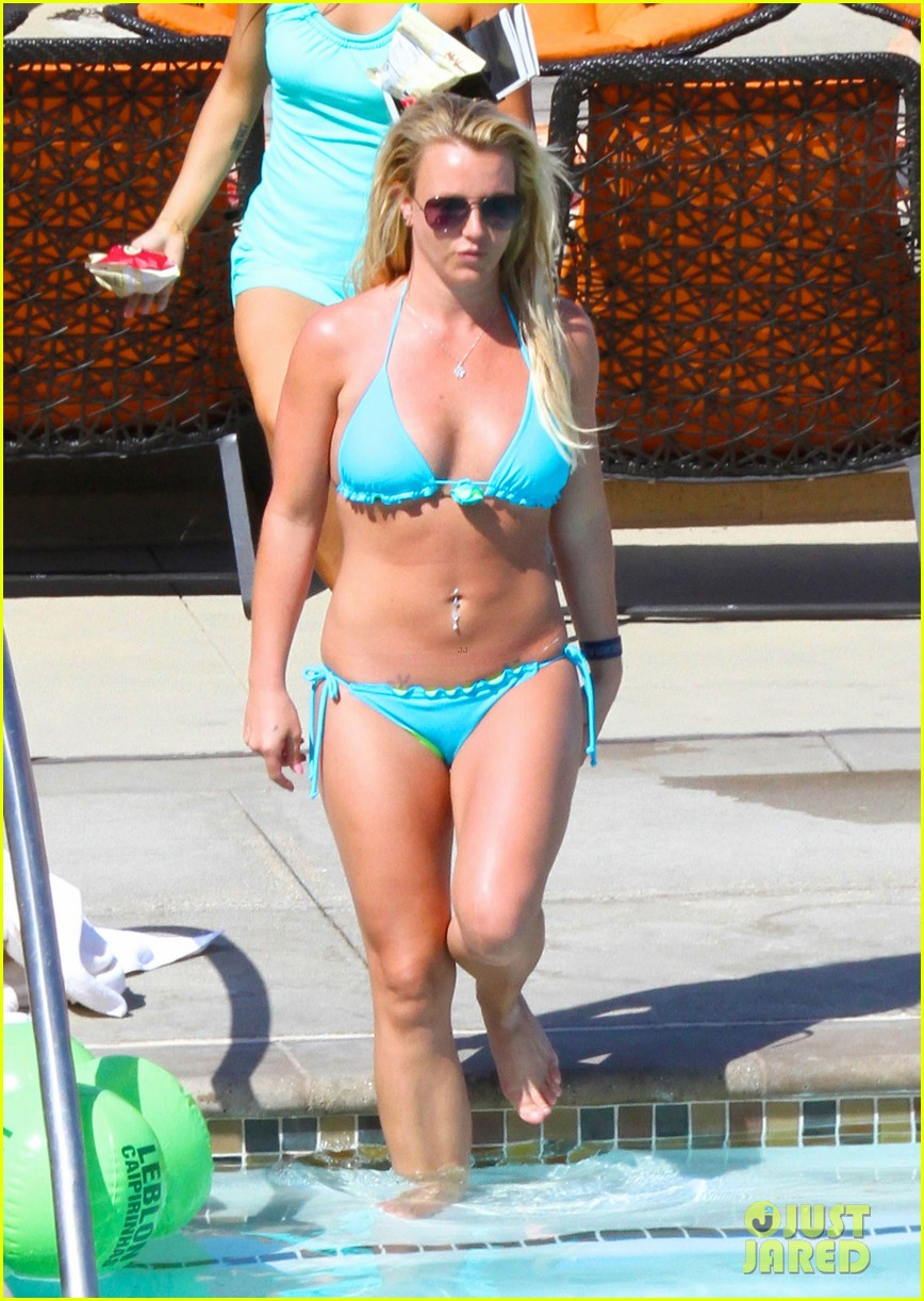 britney spears bikini pool babe with shirtless david lucado 042880739