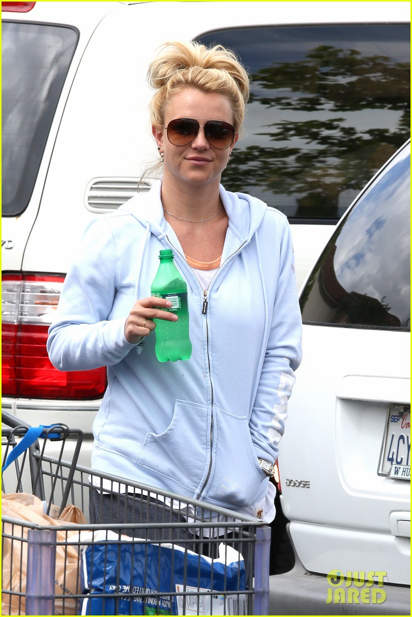 britney spears currently reading the goddess inheritance 022864941