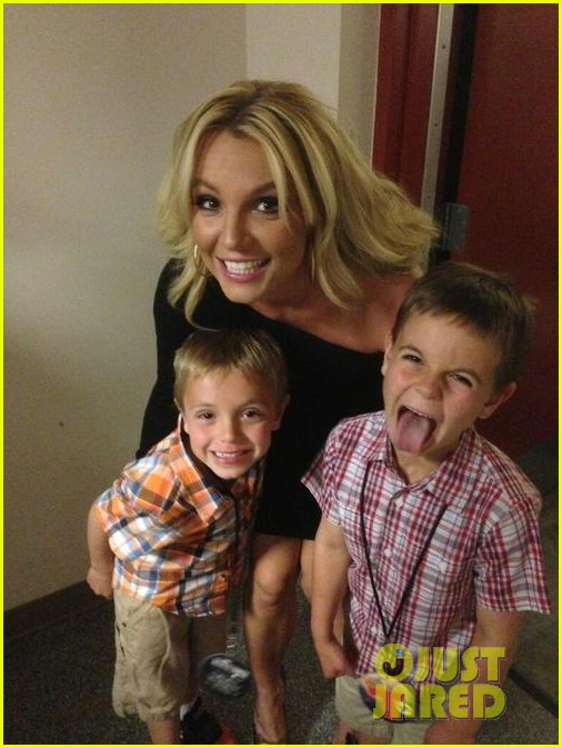 britney spears mothers day with the boys 01