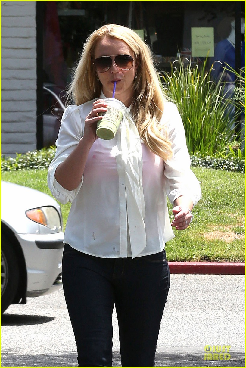 britney spears pink bra at coffee bean 022866099