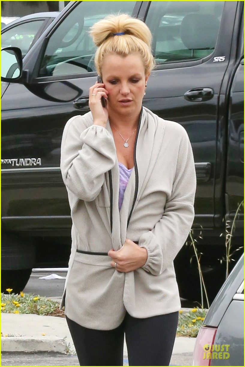 britney spears pink bra at coffee bean 042866101