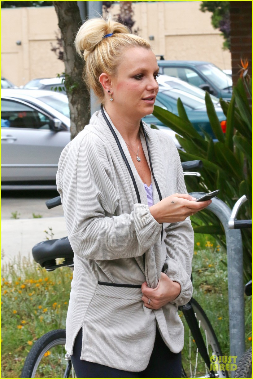 britney spears pink bra at coffee bean 062866103