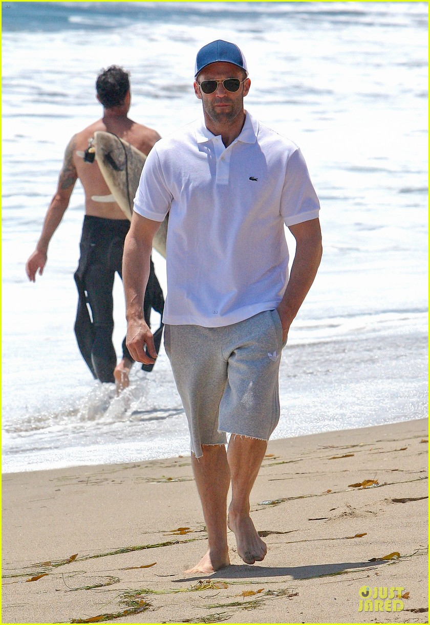 jason statham memorial day beach stroll 032879834