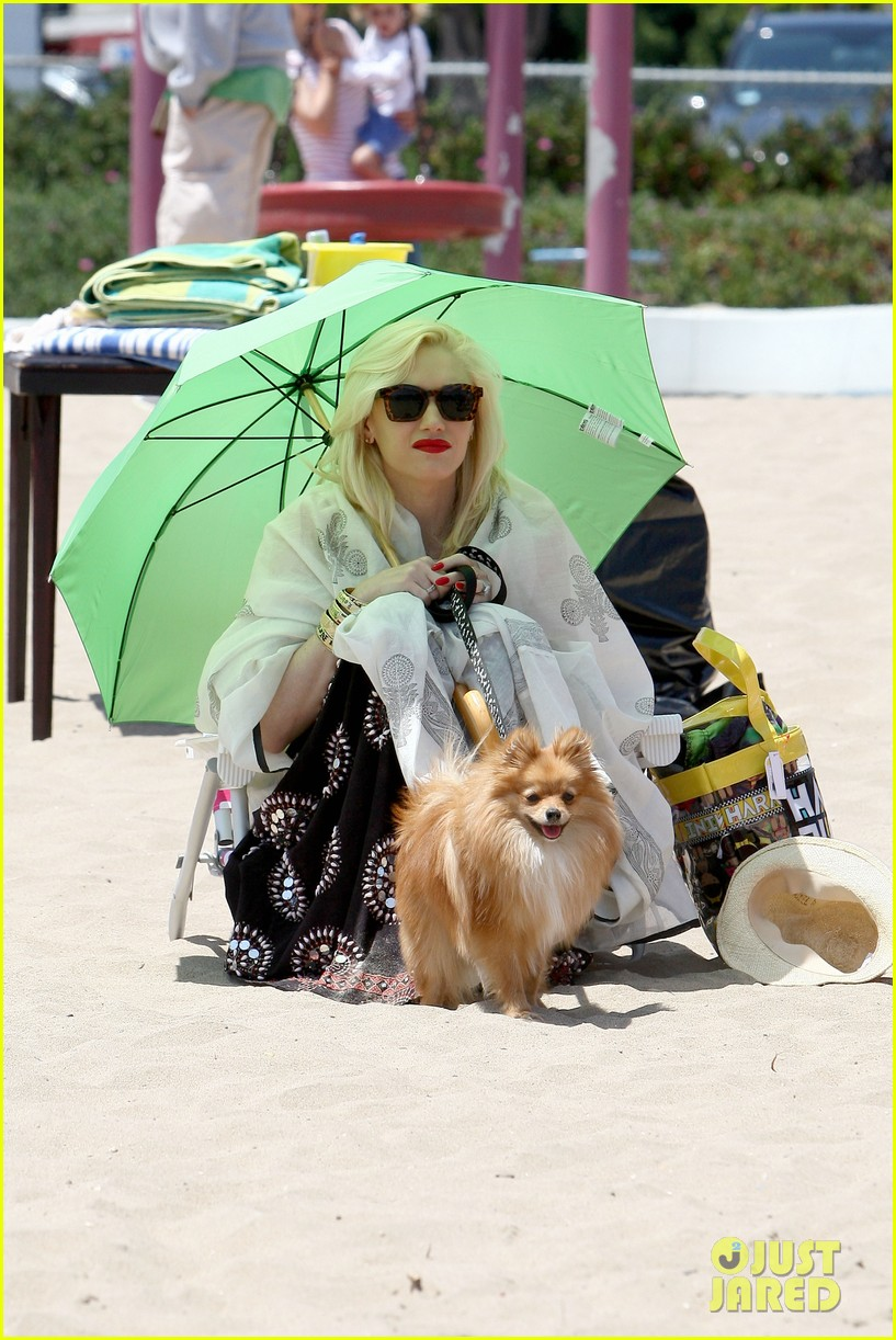 gwen stefani spends beach day with kingston zuma 052874463