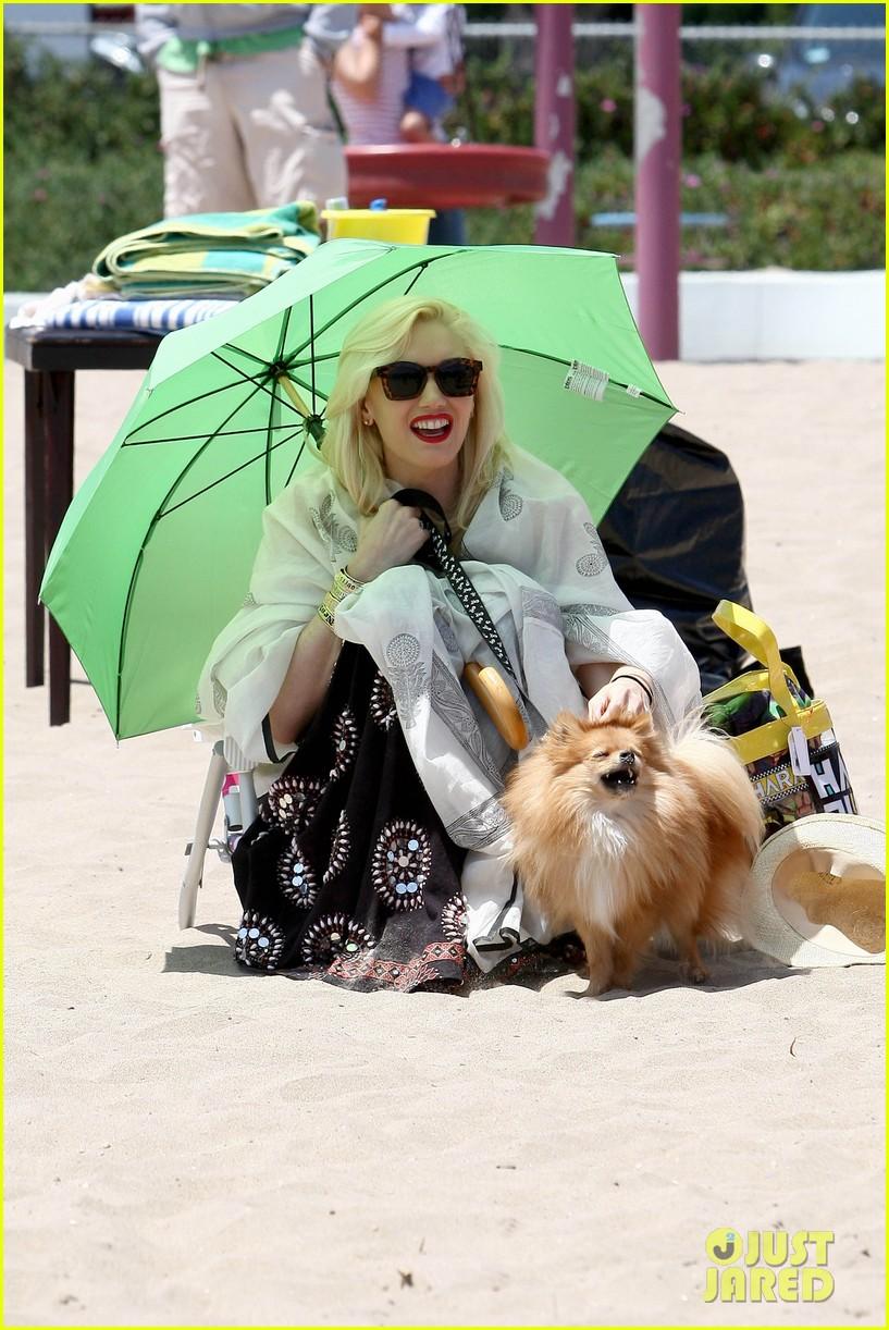 gwen stefani spends beach day with kingston zuma 062874464