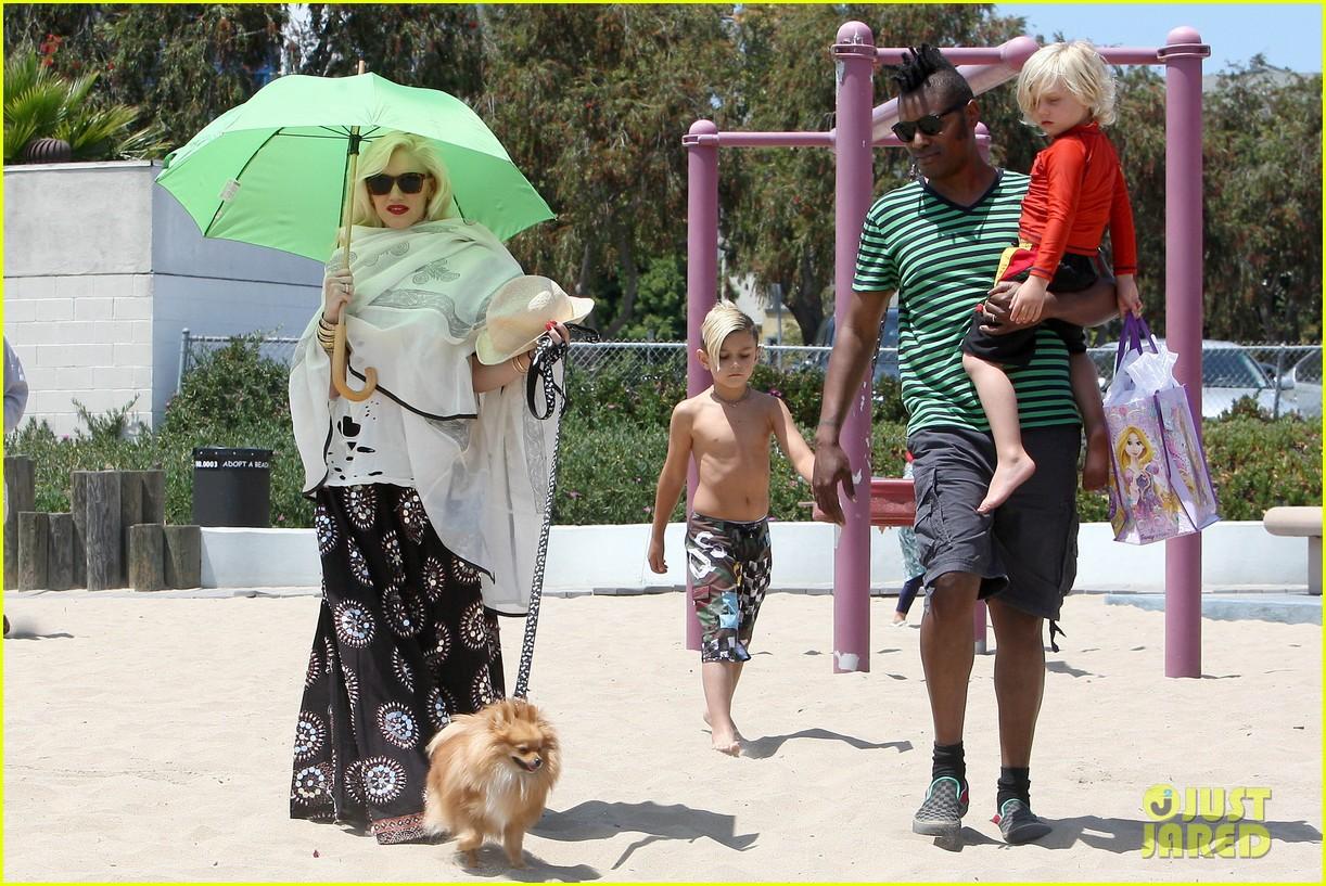 gwen stefani spends beach day with kingston zuma 092874467