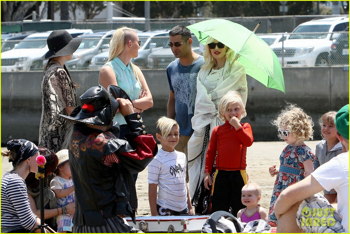 gwen stefani spends beach day with kingston zuma 242874482