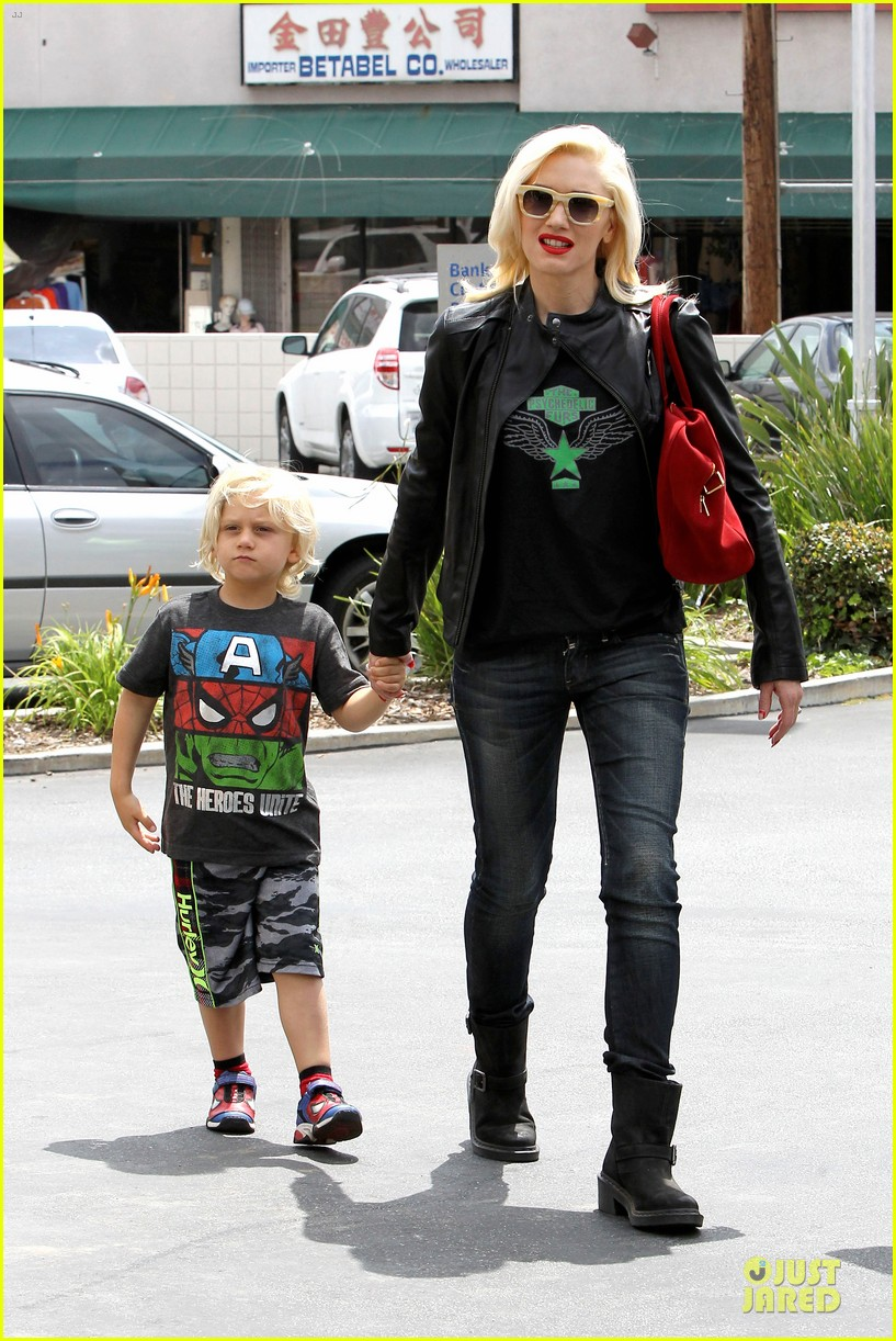 gwen stefani noah ark exhibit with the boys 122878057