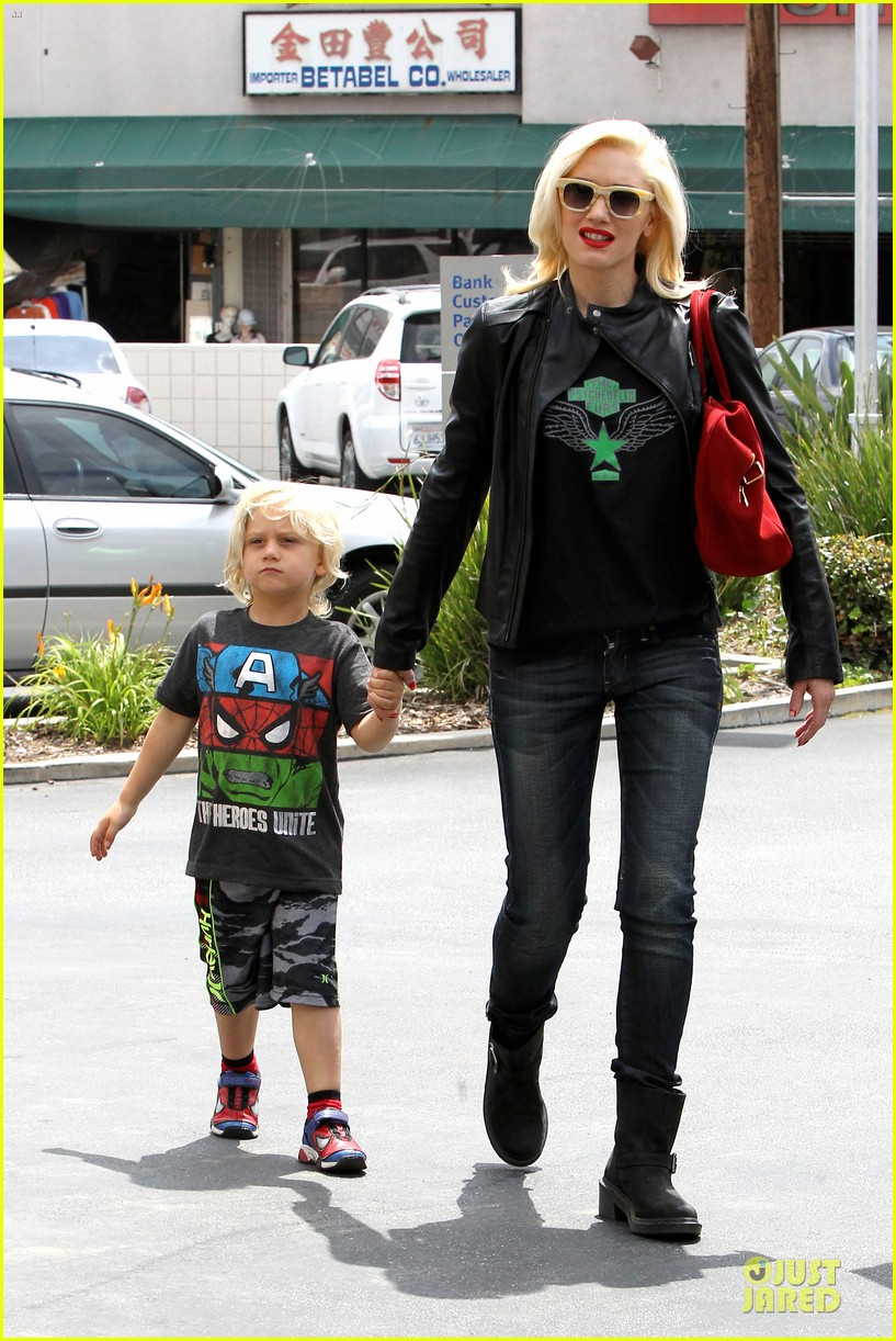 gwen stefani noah ark exhibit with the boys 132878058