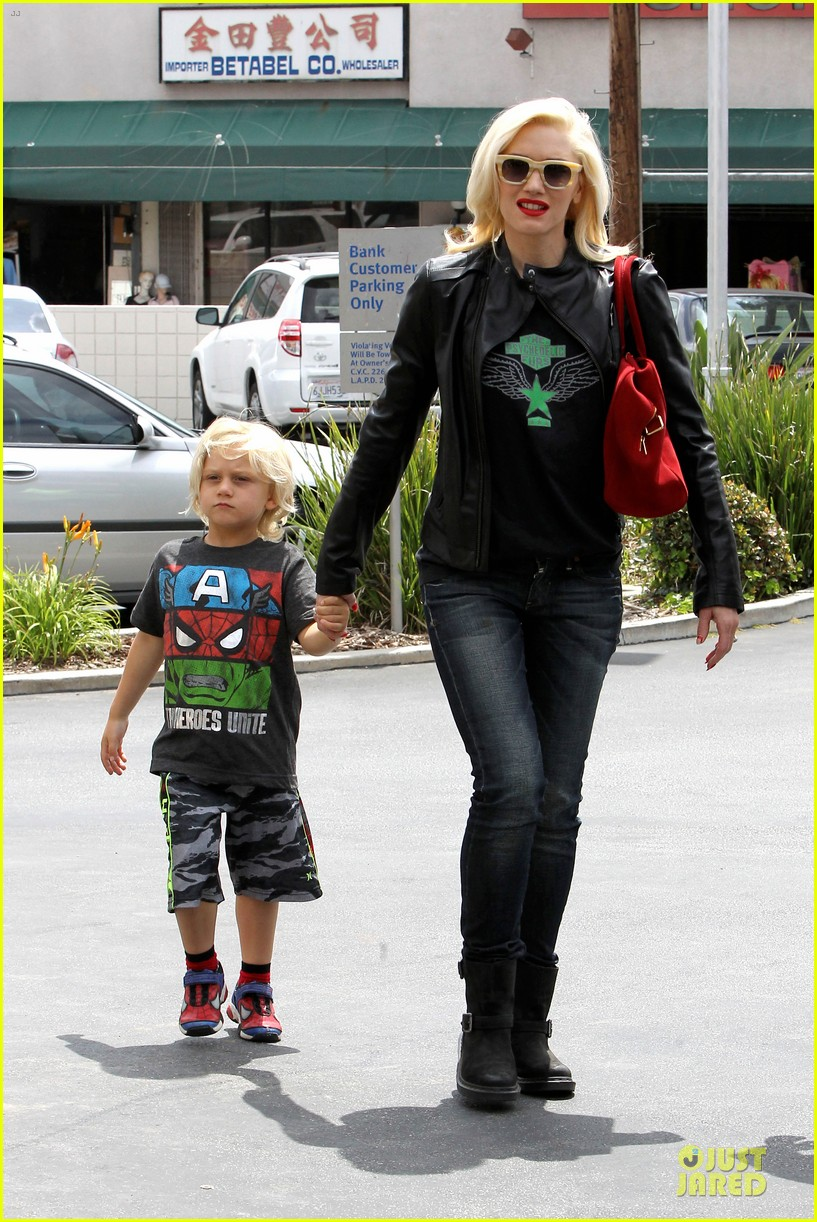 gwen stefani noah ark exhibit with the boys 14