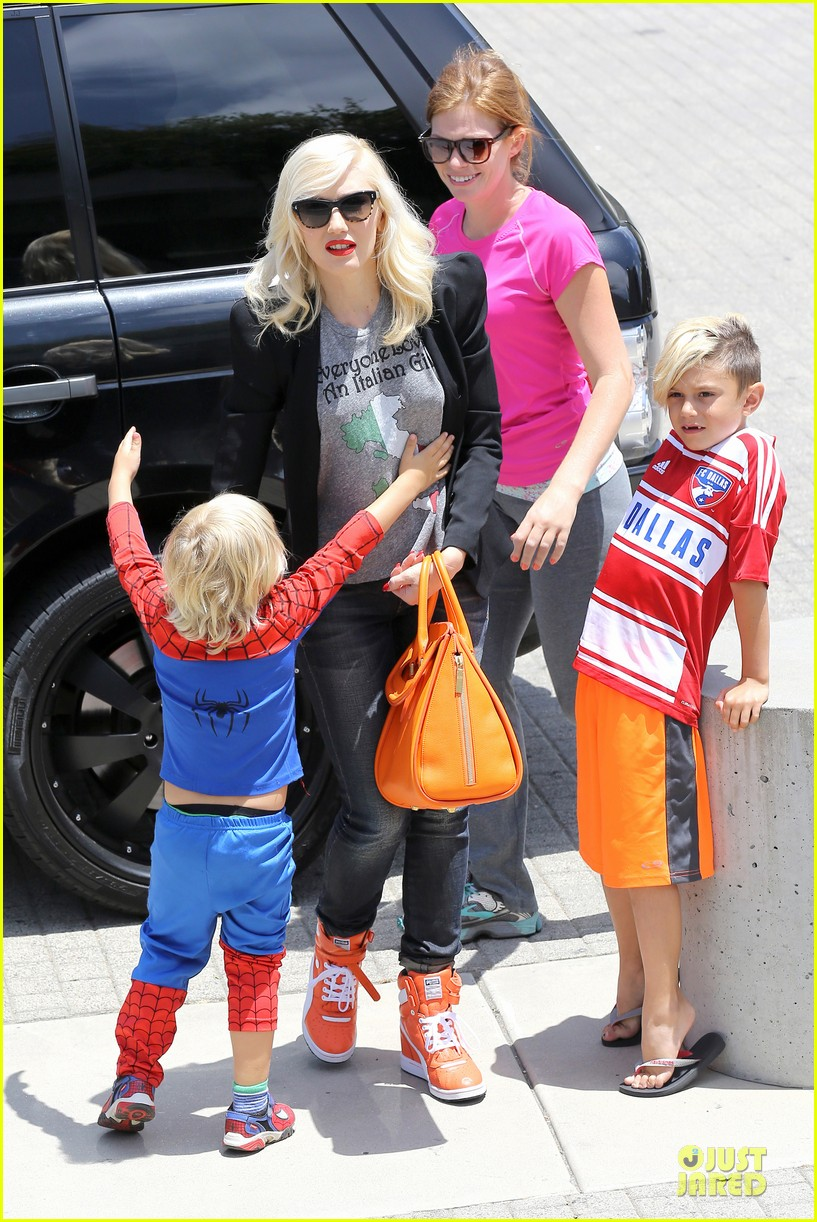 gwen stefani noah ark exhibit with the boys 212878066
