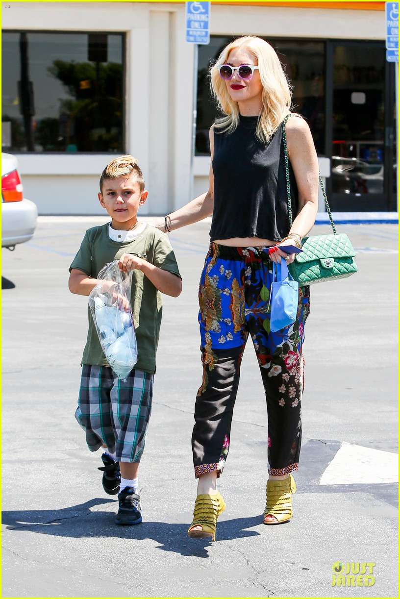 gwen stefani los angeles zoo bonding with zuma 012868823