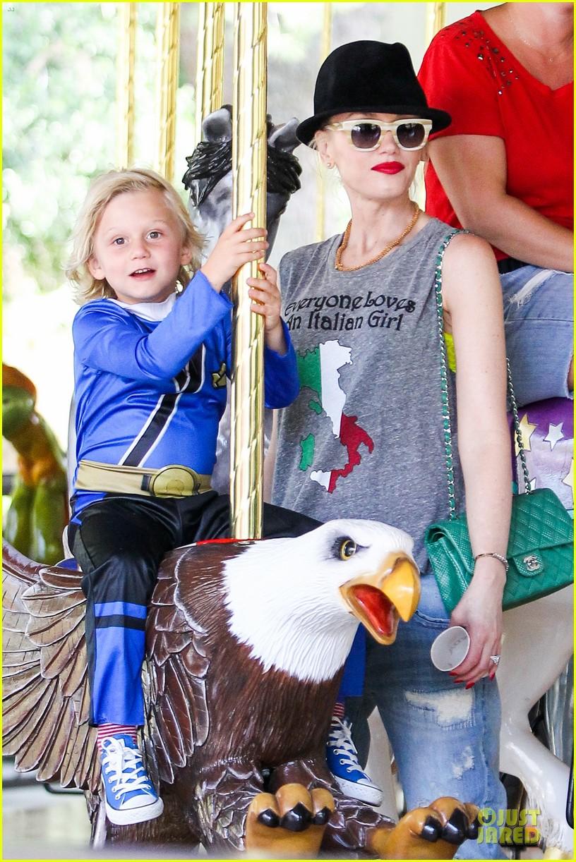 gwen stefani los angeles zoo bonding with zuma 282868850