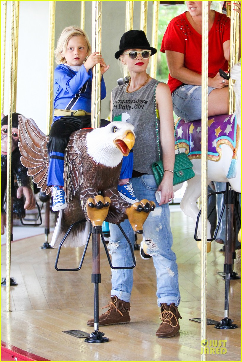gwen stefani los angeles zoo bonding with zuma 292868851