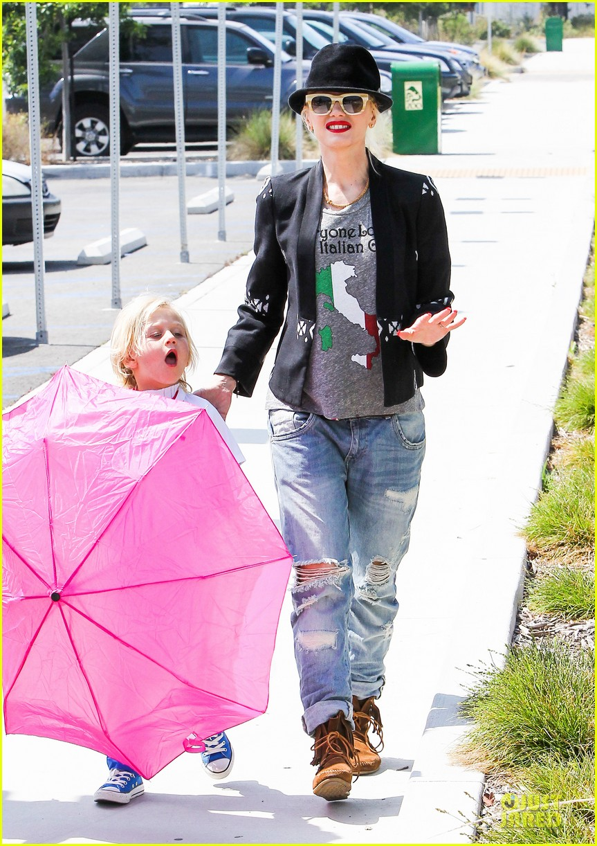 gwen stefani los angeles zoo bonding with zuma 312868853