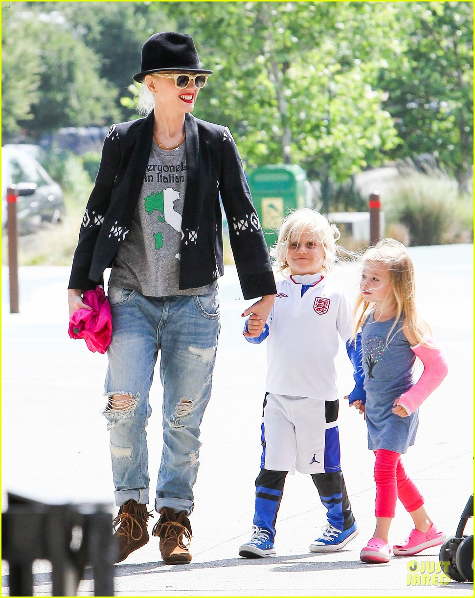 gwen stefani los angeles zoo bonding with zuma 342868856