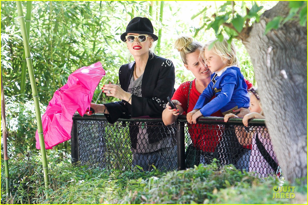gwen stefani los angeles zoo bonding with zuma 36