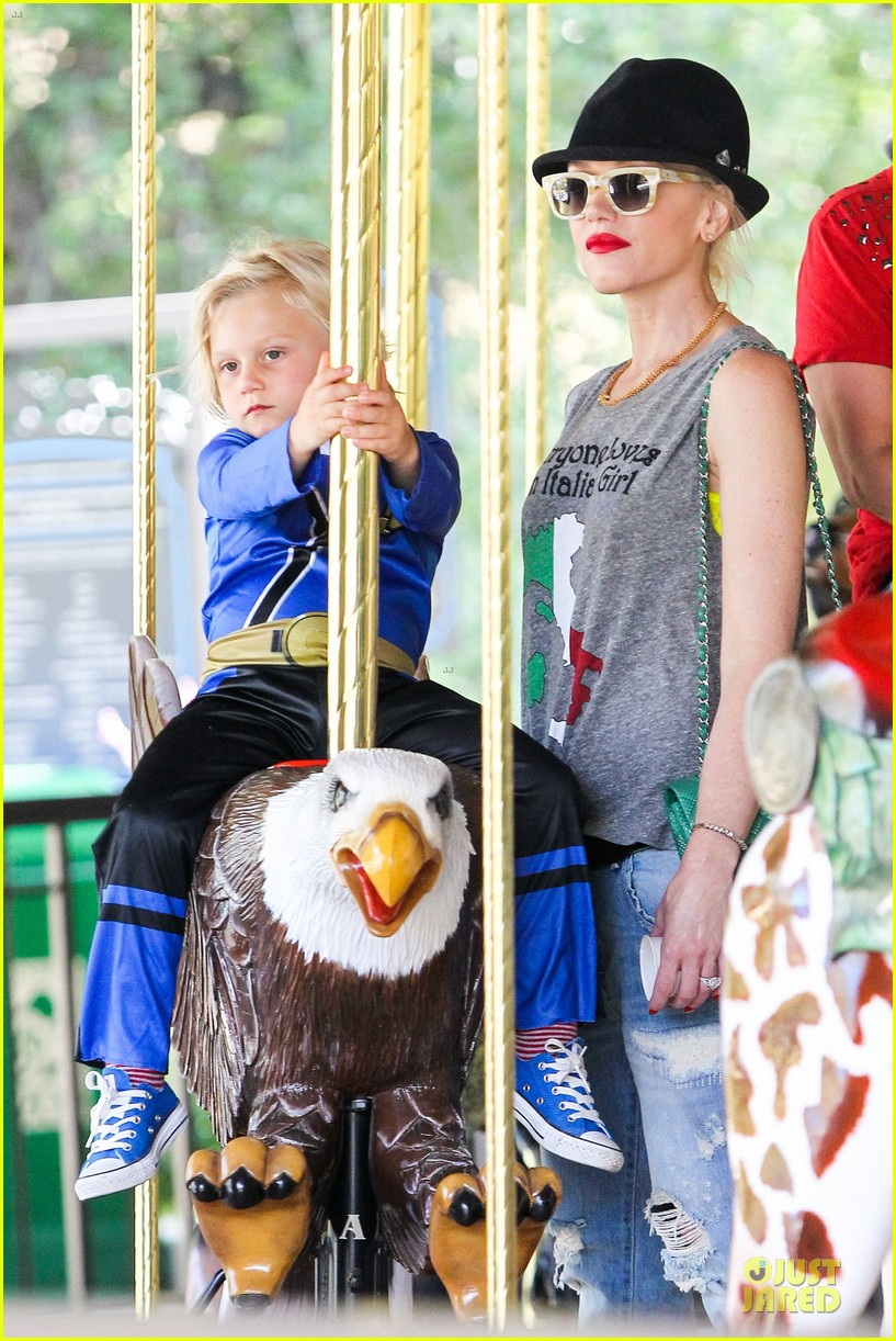 gwen stefani los angeles zoo bonding with zuma 402868862