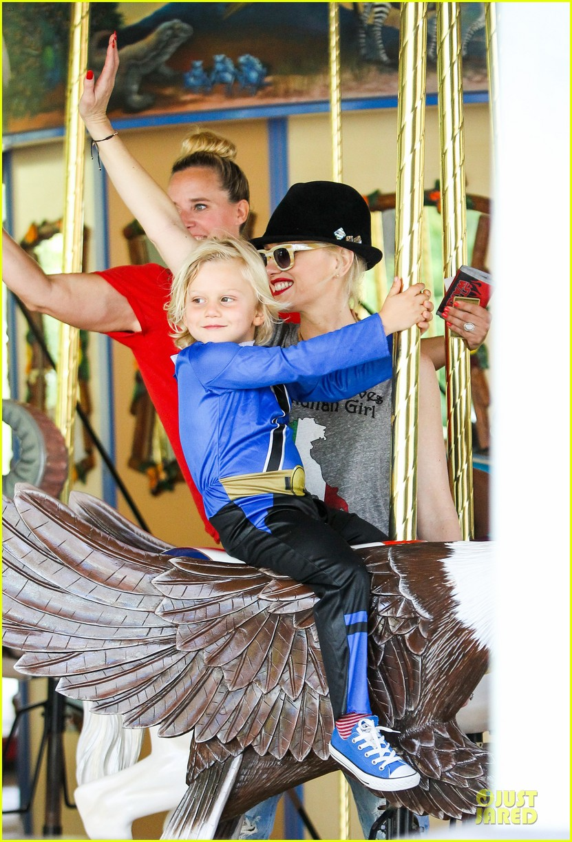gwen stefani los angeles zoo bonding with zuma 412868863