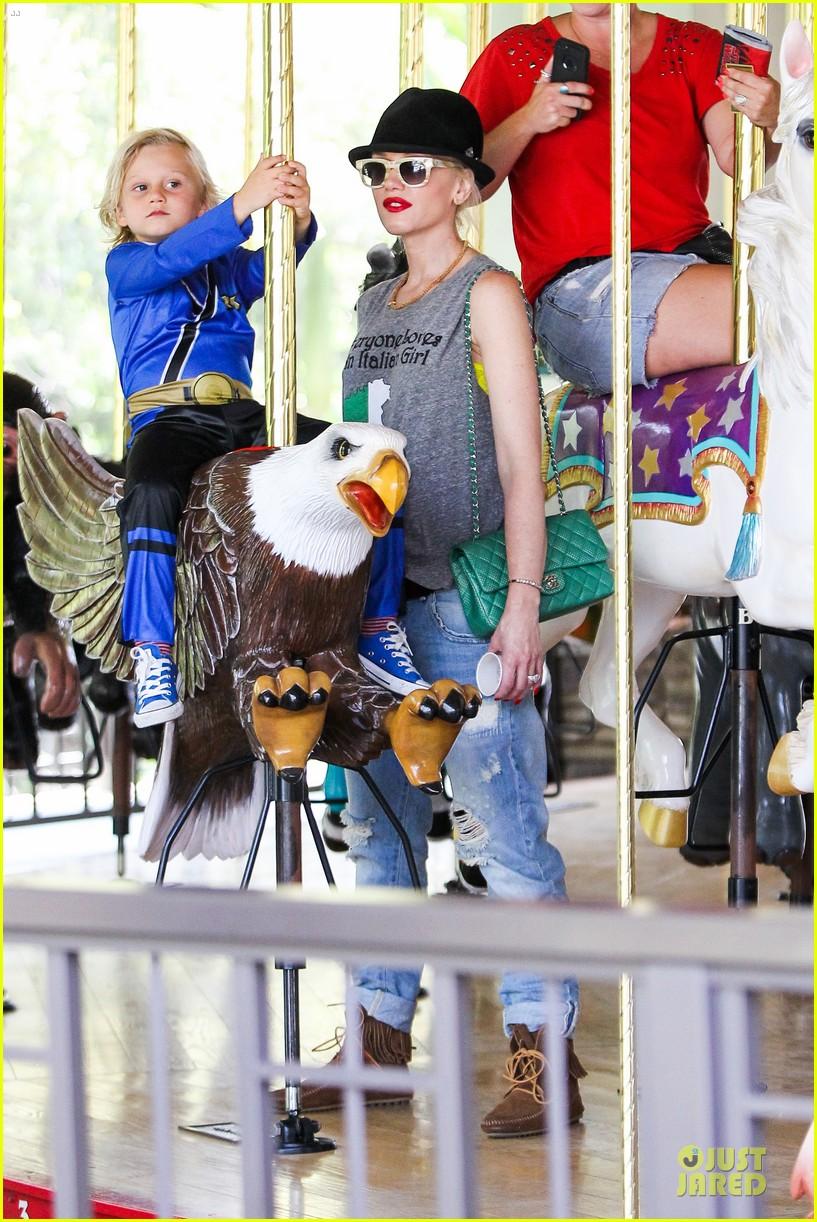 gwen stefani los angeles zoo bonding with zuma 432868865