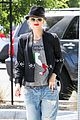 gwen stefani los angeles zoo bonding with zuma 32